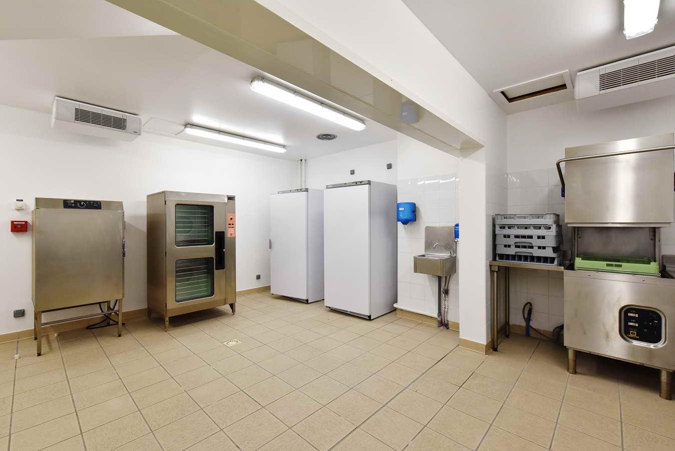 Salle polyvalente, cuisine