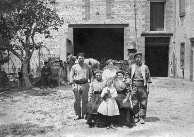 Ouvriers vignerons et propriétaires au Mas de la Raho en 1900